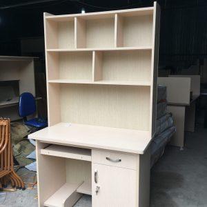 Bàn gỗ liền giá sách 1m2 x 60